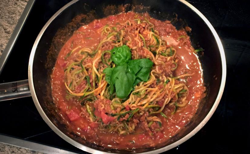 Rezept: Low Carb Zoodles mit Hackfleisch-Sugo